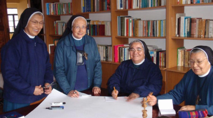 CIEN AÑOS AL SERVICIO DE CRISTO SACERDOTE